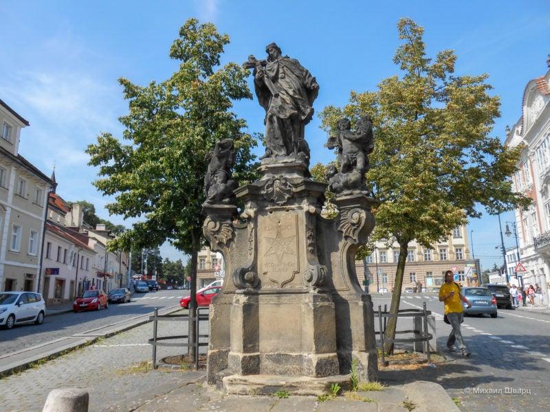 Скульптура святого Яна Непомуцкого