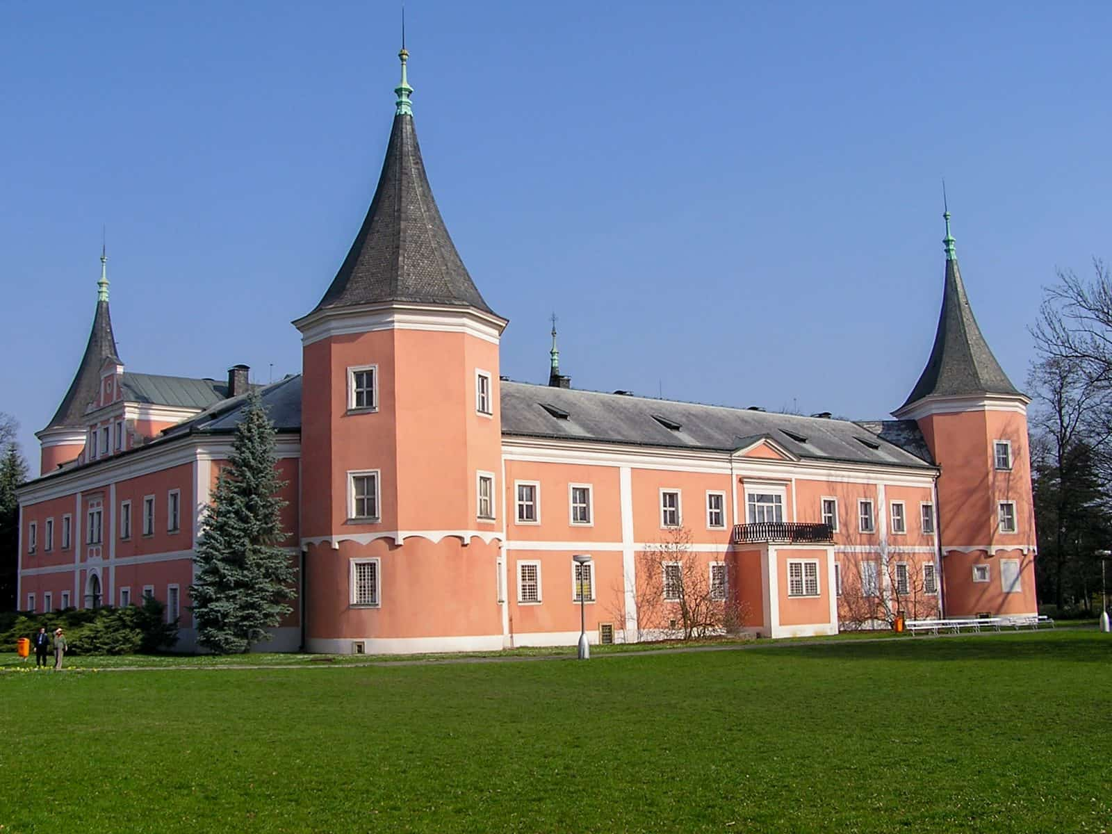 Фасад с балконом