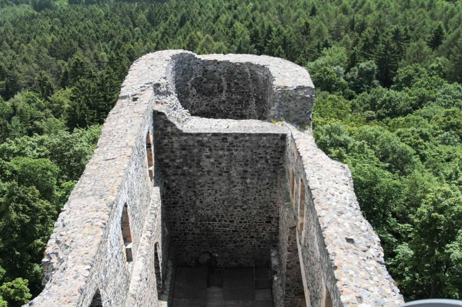 Замковый двор