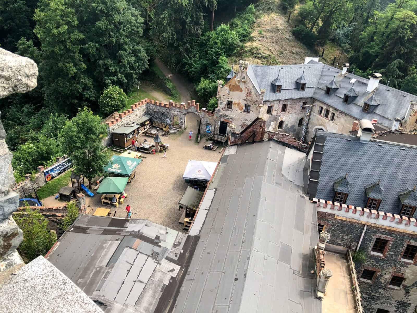 Вид с башни на внутренний двор