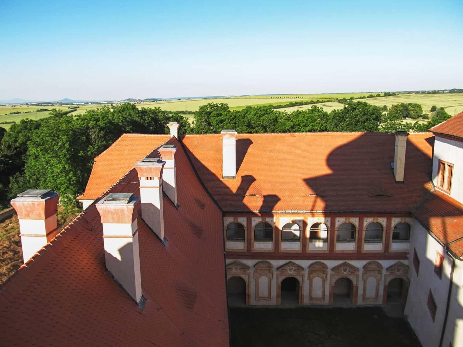 Третий двор с восточным крылом, вид со стороны башни